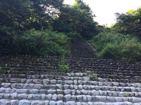 鳳凰山 中道ルート 青木鉱泉へ至る階段
